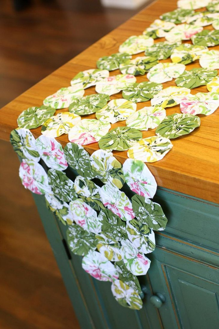 37 cool easter table runner ideas table decorating ideas. Black Bedroom Furniture Sets. Home Design Ideas
